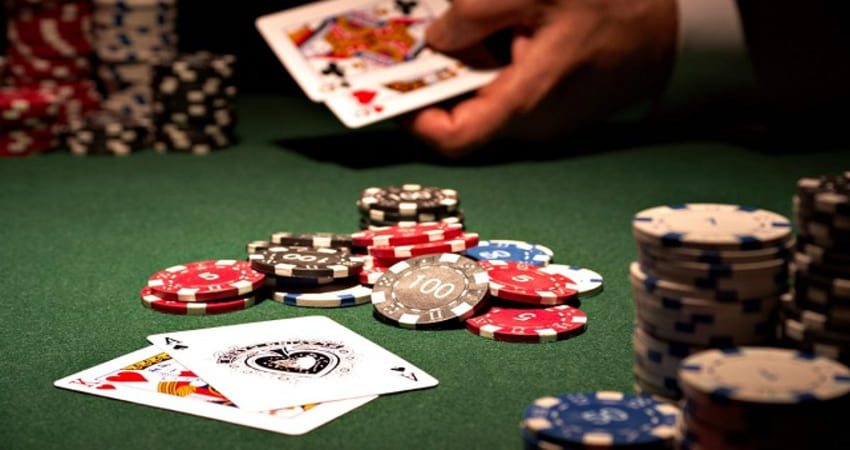How to Play Poker Gambling and Card Combinations