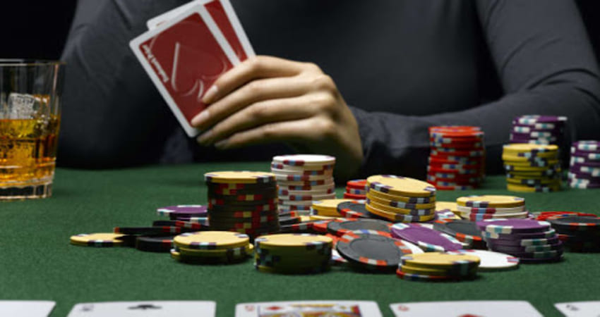 The Difference in Playing Online Poker Gambling Through Android