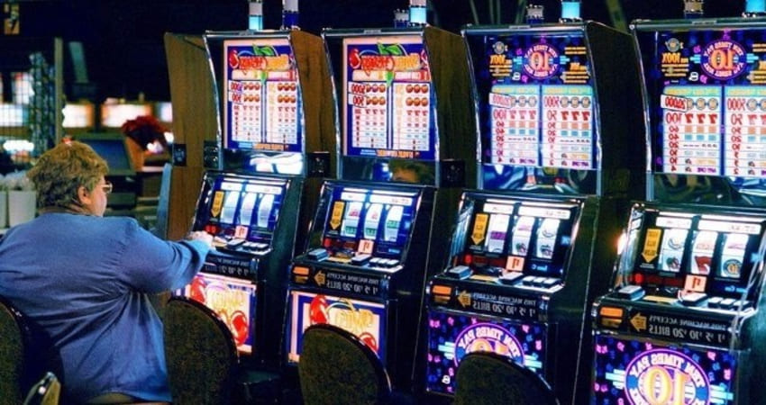 Reasons Why People Are Switching To Online Slot Games